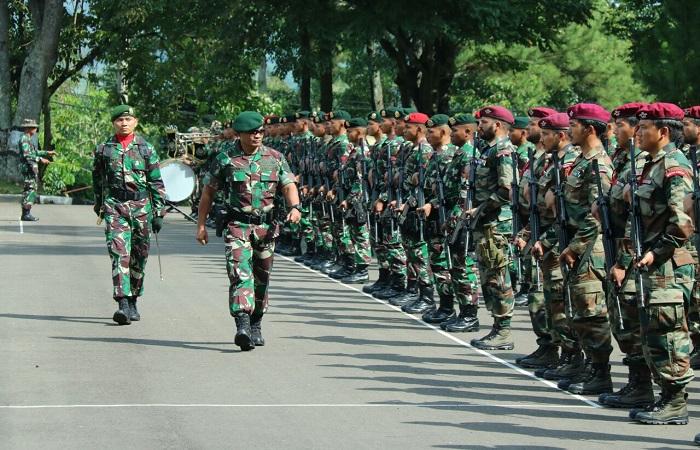 Kepala Staf Divisi Infanteri 1 Kostrad Brigjen TNI Joko Putranto membuka latihan bersama TNI AD Indonesia dan Angkatan Darat India ini di Cipatat Bandung Barat, Senin (19/2/2018). (Foto: Dok. Kostrad)