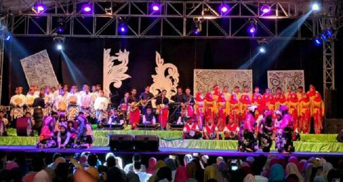 PSM Ning Nong UMK perform di Konser Budaya menyemarakkan 50 tahun KKY. Foto Rosidi/ NusantaraNews