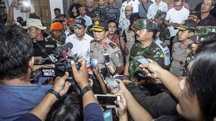 Panglima TNI bersama Kepolisian RI meninjau gereja Gereja St Lidwina di Sleman (Foto via Tribun Medan)