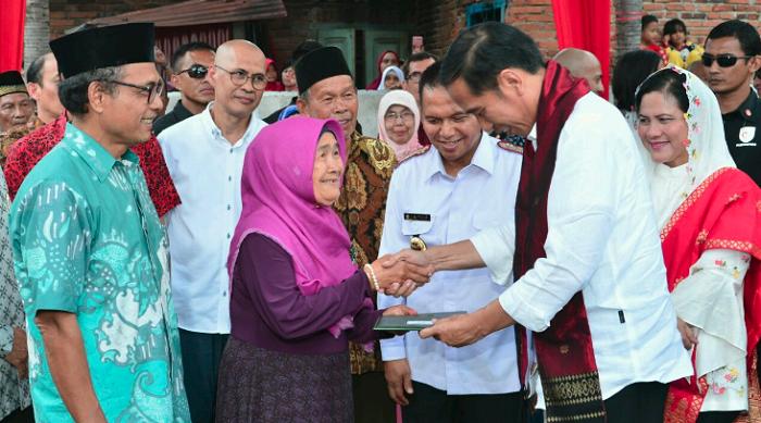 Presiden Jokowi hadiri Hari Pers Nasional 2018 di Padang. Foto: Twitter KemensetnegRI