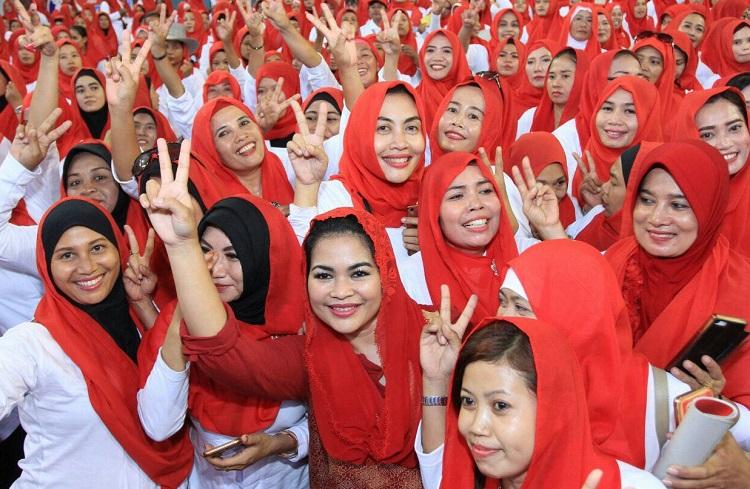 Puti Guntur bersama Relawan Sarinah (Foto Nusantaranews.co/Tri Wahyudi)