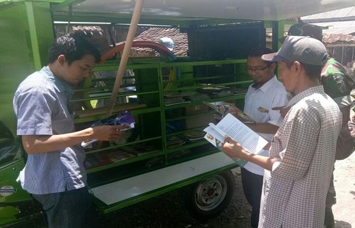 Sarana Interaksi Motor Komunikasi Sosial (Simokos) milik TNI AD menyasar para petani untuk membantu mereka mendapatkan wawasan dan pengetahuan. (Foto: Istimewa/NusantaraNews)