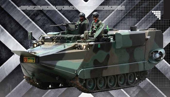 Tank angkut pasukan amfibi Arisgator mendarat di tanah air. (Foto: Dispenad)