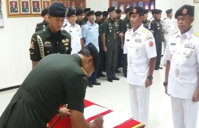 Brigjen TNI (Mar) Lukman secara resmi menggantikan posisi Brigjen TNI (Mar) Widodo Dwi Purwanto sebagai Kasgartap III/Surabaya. (Foto: Istimewa)