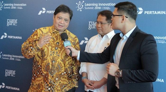 Menperin Airlangga Hartarto bersama Menkominfo Rudiantara saat menghadiri Seminar Learning Innovation Summit 2018 di Jakarta (14/3/2018). (FOTO: @Kemenperin_RI)