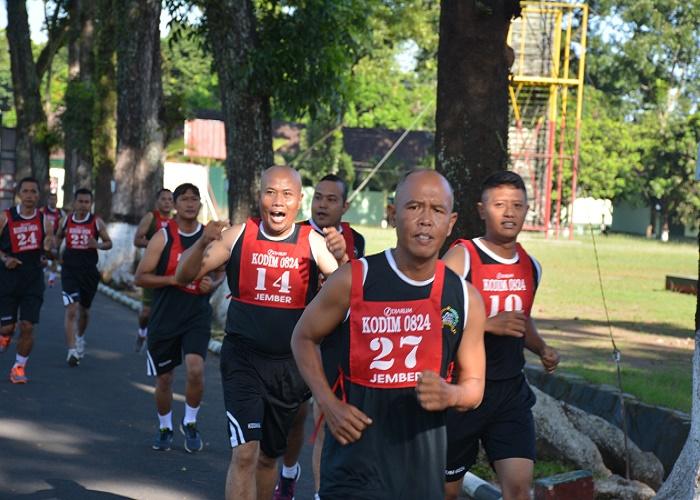 Prajurit TNI Kodim 0824 Jember melaksanakan latihan kemampuan fisik dalam rangka Usul Kenaikan Pangkat (UKP). (Foto: Sis/Istimewa)