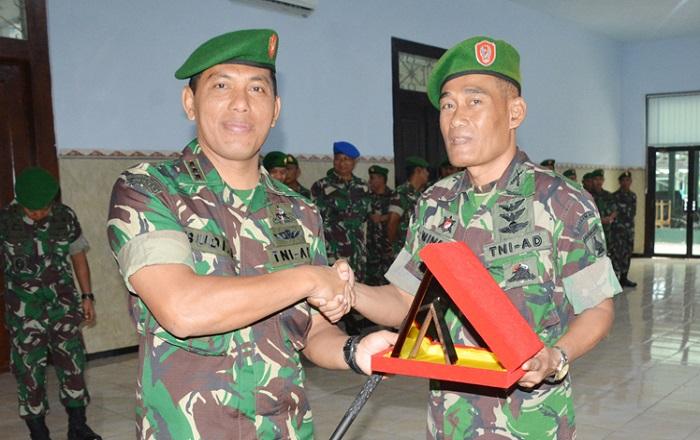 Kolonel Budi Suswanto (kiri), komandan Korem 082 Citra Panca Yudha Jaya yang baru. (Foto: Istimewa)