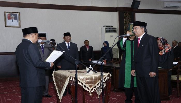 Bupati Sumenep melantik R. Idris sebagai Plt Sekretaris Daerah Kabupaten Sumenep Madura Jawa Timur. (Foto: Mahdi Alhabib/NusantaraNews)