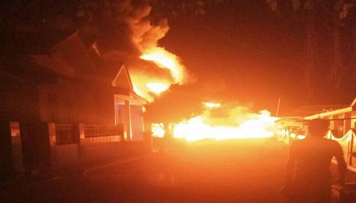 Kondisi Pom Mini yang terbakar di Masalembu Sumenep Madura. (Foto: Mahdi Alhabib/NusantaraNews)