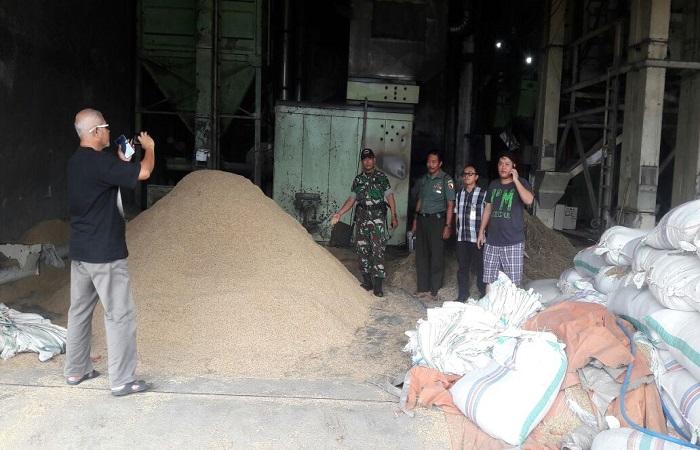 Stok stara beras di Bulog Sub Divre Jember saat ini mencapai 11.334 ton. (Foto: SIs/NusantaraNews)