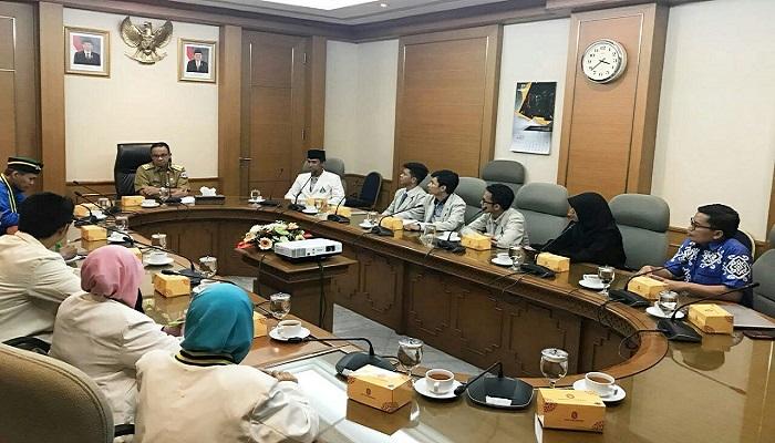 Pengurus Wilayah Pelajar Islam Indonesia (PW PII) Jakarta beraudiensi dengan gubernur DKI Jakarta Anies Baswedan di Balai Kota, Jakarta. (Foto: Istimewa/PII)