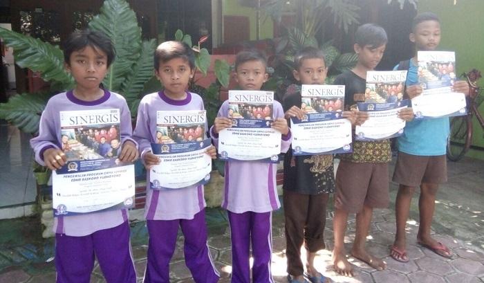 Prabowo panggilan akrab Nizar Cahyo Prabowo mendapat bantuan beasiswa dalam Program Indonesia Pintar atau PIP. (FOTO: NUSANTARANEWS.CO/Moh Nurcholis)