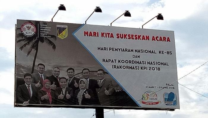 Reklame: Semarak menyambut Rapat Koordinasi Nasional (Rakornas) KPI dan Peringatan Hari Penyiaran Nasional (Harsiarnas) ke 85 pada 1 April 2018 di Kota Palu, Sulawesi Tengah. (Foto: Humas KPI/Memed)