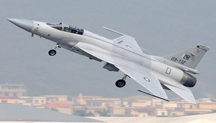 Jet tempur hasil kerja sama Chengdu Aircraft Industries Corporation (CAC) Cina dan Pakistan Aeronautical Complex (PAC), JF-17 Thunder dikirim ke perbatasan Pakistan. (Foto: Pakistan Air Force)