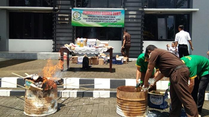 Kejari Sumenep musnahkan barang bukti 15,44 gram sabu sabu (Foto Mahdi/Nusantaranews.co)