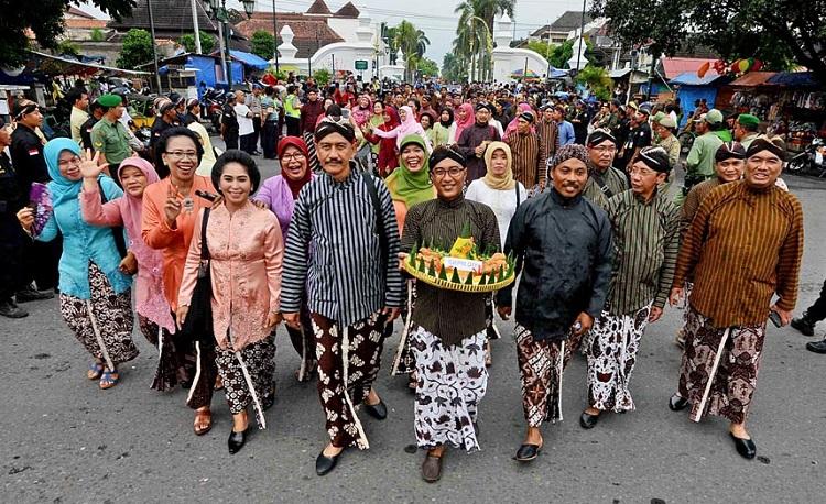 Masyarakat Yogyakarta (Foto via kompasiana)
