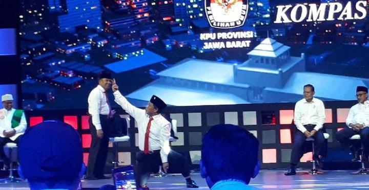 Pamer Pencak Silat, Anton Charliyan Tunjukkan Jurus Dua Jari (Foto Dok. Detik)