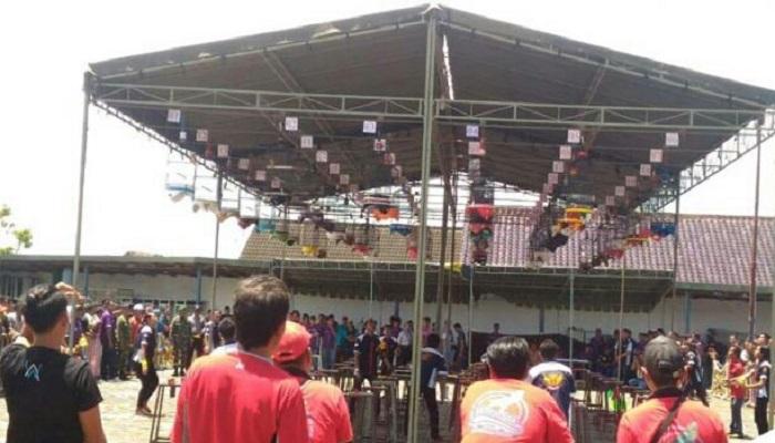 Meriahnya peserta pencinta lovebird sedang mengikuti lomba. (Foto: Mahdi Alhabib/NusantaraNews)