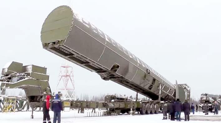 Rudal antarbenua Sarmat Rusia yang baru ditampilkan di lokasi yang tidak diungkapkan di Rusia