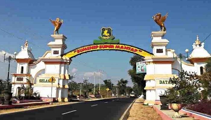 Pintu gerbang perbatasan Sumenep - Pamekasan terdapat di Kecamatan Pragaan. (FOTO: NUSANTARANEWS.CO/Mahdi Al Habib)
