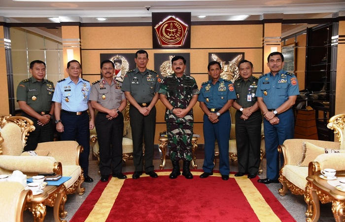 Sesjen Wantannas Mayjen Doni Monardo audiensi dengan Panglima TNI Marsekal Hadi Tjahjanto. (Foto: Puspen TNI)