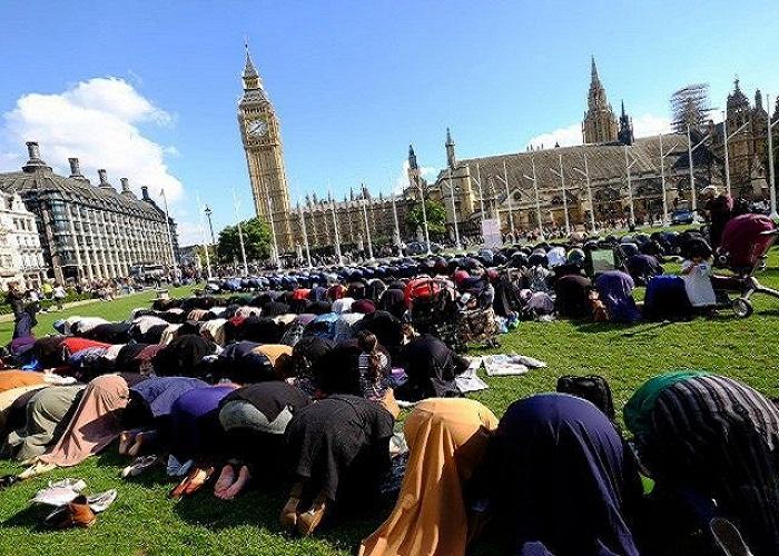 Umat Islam di London menjalankan Shalat Jum'at. (Foto: ugc.kn3/Nusantaranews)