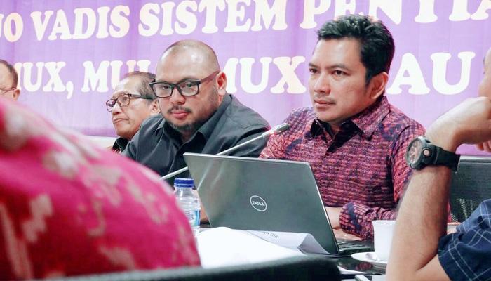Komisioner Komisi Penyiaran Indonesia (KPI) Pusat, Koordinator Pengelolaan Struktur dan Sistem Penyiaran, Agung Suprio saat acara Focus Group Discussion (FGD) yang diselenggarakan oleh Fraksi Partai NasDem, Selasa (17/4/2018). (Foto: Istimewa/NusantaraNews)
