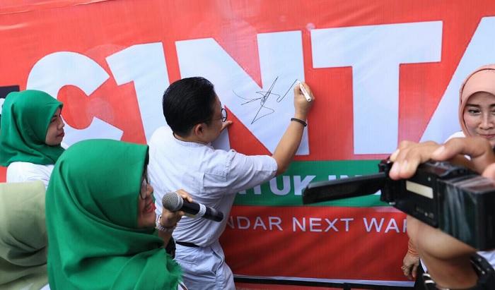 Posko relawan Cak Imin untuk Indonesia disingkat menjadi Cinta diresmikan langsung oleh Ketua Umum Partai Kebangkitan Bangsa Muhaimin Iskandar atau alias Cak Imin, di kawasan Ciputat, Tangerang Selatan, Banten, Jumat (6/4/2018). (FOTO: @cakimiNOW)