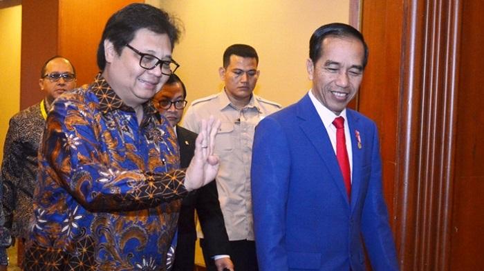 Presiden Joko Widodo bersama Menteri Perindustrian Airlangga Hartarto pada acara Peluncuran Making Indonesia 4.0 sebagai bagian rangkaian acara Indonesia Industrial Summit 2018 di Jakarta, Rabu (4/4/2018). (FOTO: Humas Kemenperin)