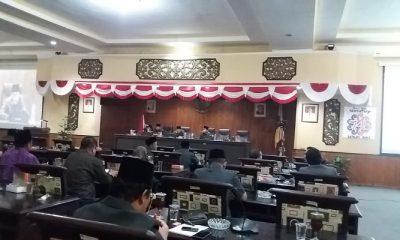 Dewan Perwakilan Rakyat Daerah (DPRD) Kabupaten Sumenep, Madura, Jawa Timur menggelar rapat paripurna dalam rangka penyampaian Bupati Sumenep, KH. Abuya Busyro Karim, soal Rancangan Peraturan Daerah (Raperda) prakarsa DPRD Sumenep. (Foto: Mahdi Alhabib/NusantaraNews)