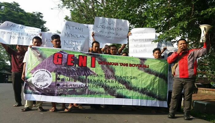 Gerakan tani Boyolali pada Rabu (18/4) memprotes program Gubernur Jawa Tengah Ganjar Pranowo terkait Kartu Tani yang dinilai petani tidak ada guannya. (Foto: Istimewa)