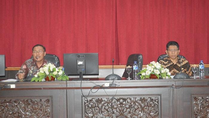 Pemkab Sumenep Gelar Rapat Kerja Peningkatan Pelayanan Publik di ruang rapat Arya Wiraraja Setkab Lt II, Kamis (29/03/2018). (FOTO: NUSANTARANEWS.CO/Danial Kafi)