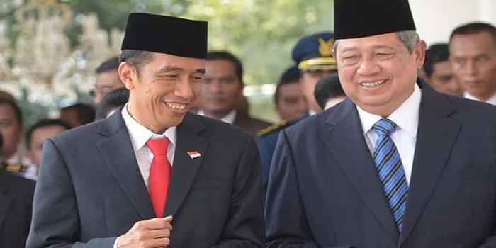 Presiden RI ke-7 Joko Widodo (kiri) dan Presiden RI ke-6 Susilo Bambang Yudhoyono (kanan). (Foto: AFP)
