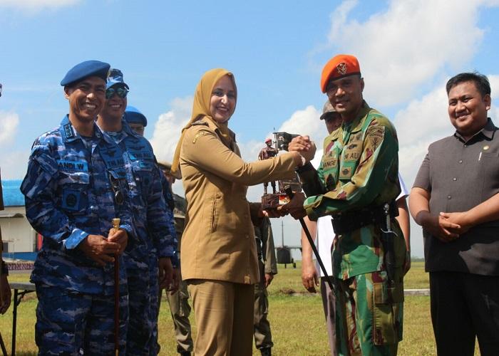 Latihan bertajuk Garuda Perkasa 2018 TNI AU bermanuver di Lapangan Terbang Noto Hadinegoro Jember, Rabu (4/4/22018) yang disaksikan Bupati Jember dan Forkompinda Jember. (Foto: Sis/Istimewa)