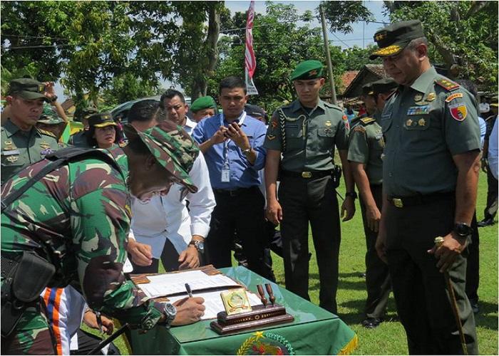 Pembukaan TMMD di Jombang dihadiri langsung Kepala Barkowil Bojonegoro, Pangdam V Brawijaya, Wakapolda Widodo Eko P dan Pjs Bupati Setiajit. (Foto: Istimewa)