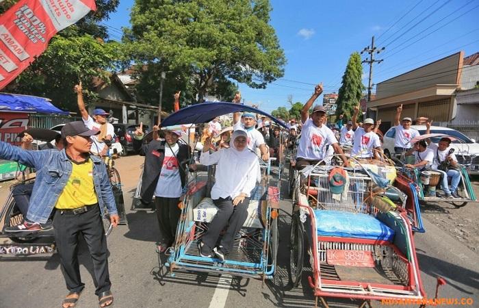 Calon gubernur Jawa Timur Khofifah Indar Parawansa berkunjung ke pasar Genteng, Banyuwangi. (Foto: Setya/NusantaraNews)