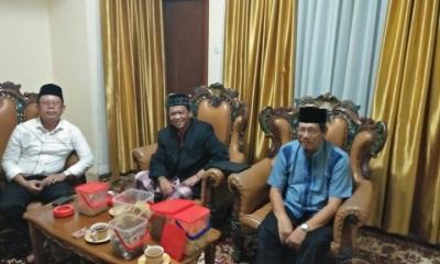Pimpinan Muhammadiyah Jabar saat berkunjung ke kediaman Anton Charliyan (Foto Istimewa)
