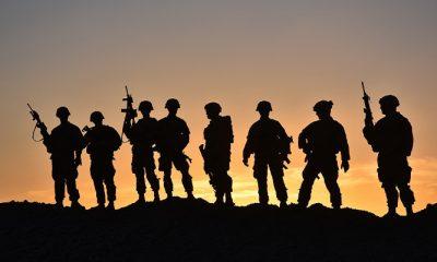 Tentara dari Satuan Tugas Stalwart, yang terdiri atas tentara dari Batalyon 1, Resimen Infantri ke-41, Tim Tempur Brigade Kedua, Divisi Infanteri ke-4, berpose untuk foto kelompok di Afghanistan, 28 Maret 2018. (Foto: Sertu Jasmine L. Flowers)