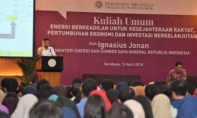 """Menteri Jonan saat memberikan Kuliah Umum """"Energi Berkeadilan untuk Kesejahteraan Rakyat, Pertumbuhan Ekonomi, dan Investasi Berkelanjutan"""" di Universitas Airlangga, Surabaya, Kamis (12/4/2018). (FOTO: NUSANTARANEWS.CO/Humas ESDM)"""