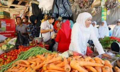 Pedagang Pasar Kraksan Probolinggo menyatakan diri mendukung Khofifah Indar Parawansa. (Foto: Setya/NusantaraNews)