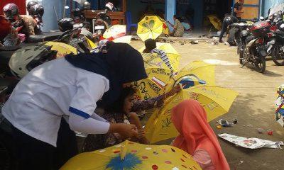Puluhan warga Kabupaten Magetan, Jawa Timur antusias mengikuti lomba lukis dengan media payung yang diadakan oleh Komisi X Anggota DPR RI, Edhie Baskoro Yudhoyono (EBY) atau Ibas, Sabtu (21/4/2018). (Foto: Muh Nurcholis/NusantaraNews)