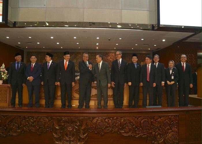 Sidang Paripurna DPR RI tetapkan Perry Warjiyo sebagai Gubernur Bank Indonesia (BI) dan Dody Dody Budi Waluyo sebagai Deputi Gubernur BI untuk masa jabatan 2018-2023. (Foto: Istimewa)