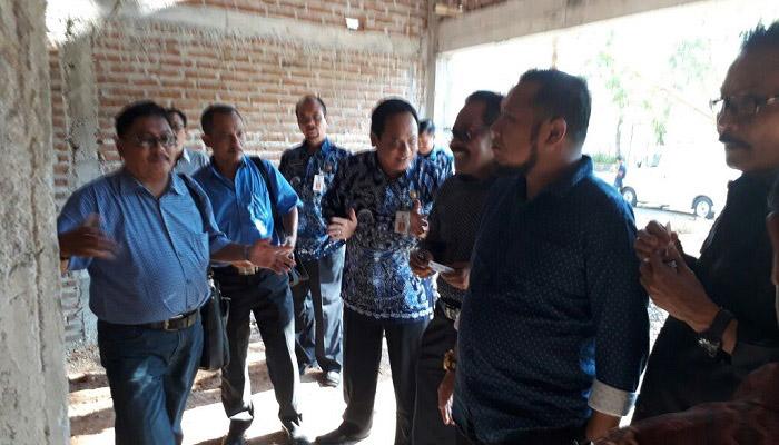 Rombongan DPRD Kabupaten Ponorogo Komisi C melakukan sidak menindaklanjuti adanya dugaan penyelewengan dana desa di Desa Madusari, Kamis (19/4/2019). (Foto: Muh Nurcholis/NusantaraNews)