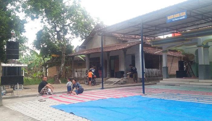 Terima Bantuan Kanopi, Jamaah Masjid Ponorogo Apresiasi Ibas. (FOTO: NUSANTARANEWS.CO/Muh. Nurcholis)