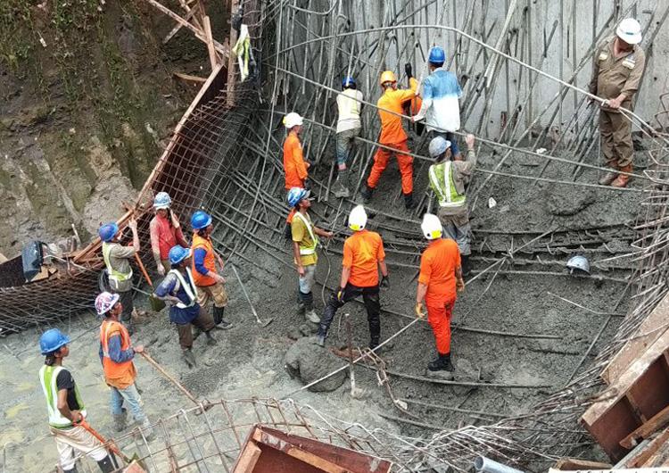 Evakuasi Tol Manado-Bitung (Foto Nusantaranews.co)