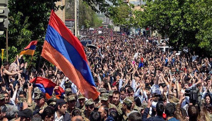 Para pengunjuk rasa di ibukota Armenia. (Foto: Getty)