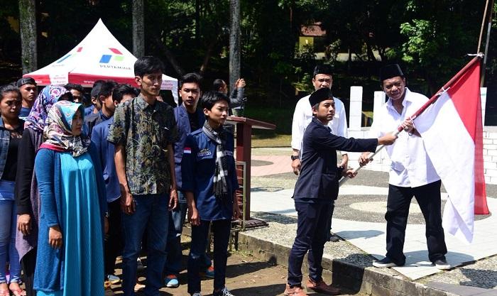 Anton Charliyan Saat Hadiri Long March Mahasiswa Se-Jabar ke Istana Negara (Foto Istimewa/Nusantaranews.co)