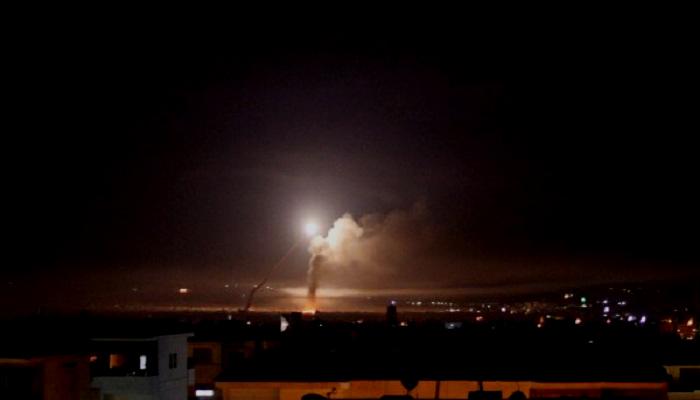 Percikan api rudal yang ditembakkan dari Damaskus, Kamis (10/5). (Foto/ilustrasi: Reuters)