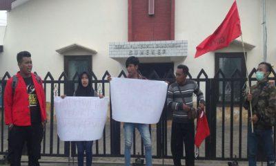 Aksi solidaritas mahasiswa GMNI Sumenep terhadap teror BOM. (FOTO: NUSANTARANEWS.CO/Mahdi)