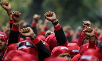 Para Buruh Tuntut Haknya (Foto Reuters)